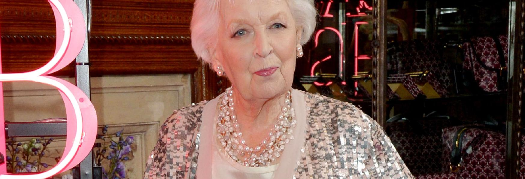 Doctor Who: l'attrice Dame June Whitfield si spegne all'età di 93 Anni