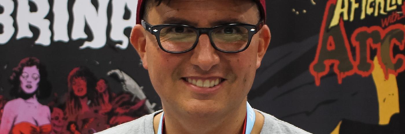 """Roberto Aguirre-Sacasa, creatore di """"Riverdale"""" firma un contratto pluriennale"""
