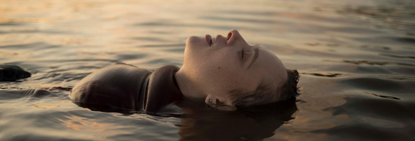 Unorthodox: la Recensione della Miniserie targata Netflix basata sull'Autobiografia di Deborah Feldman