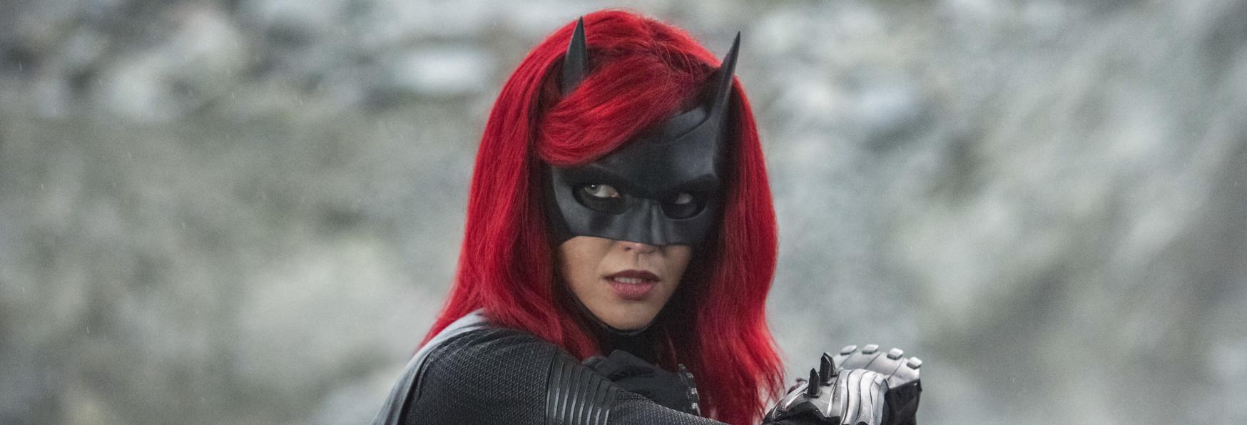 Batwoman 2: Rumor su dei Colloqui di Vanessa Morgan (Star di Riverdale) per il sostituire Ruby Rose