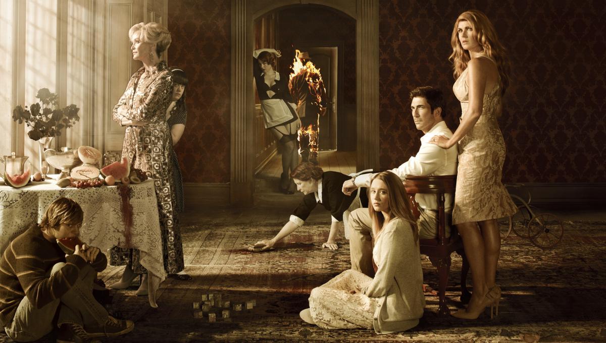 American Horror Story 10: una Foto dal Set svela il Ritorno di un Vecchio Personaggio