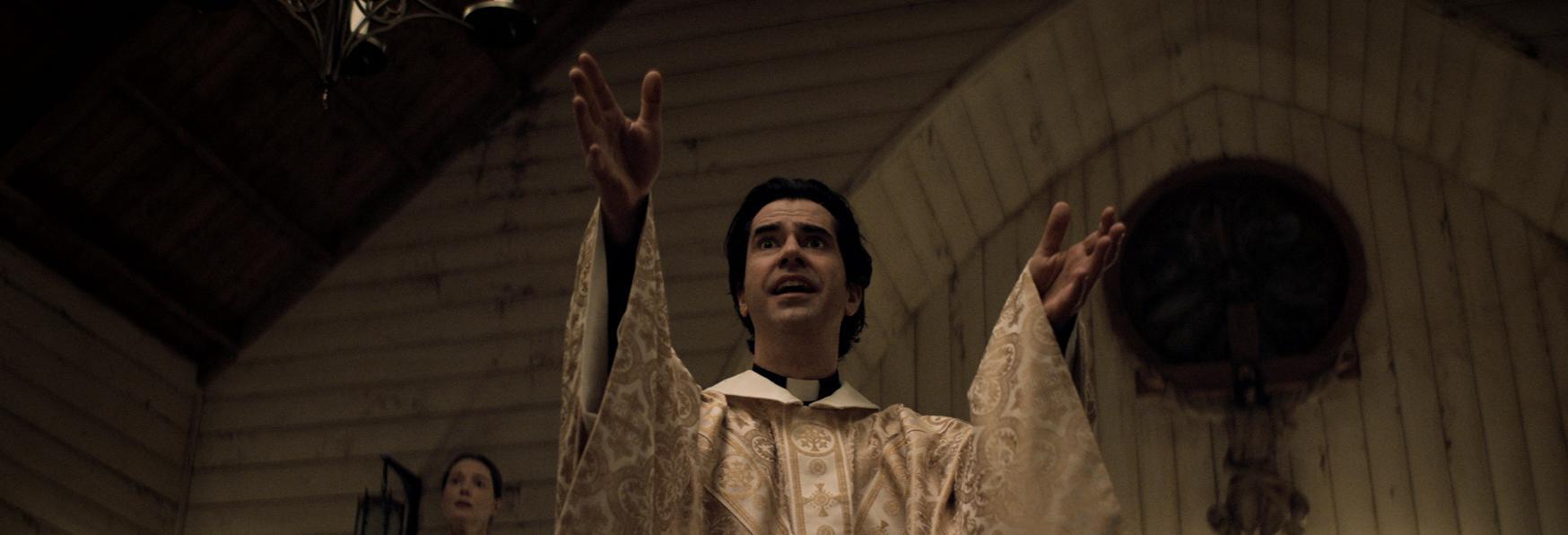 Midnight Mass: il Trailer e la Sinossi Ufficiale della nuova Serie TV Netflix di Mike Flanagan